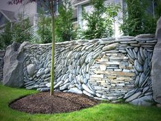 How to use the natural stone wall as garden fencing panels? decorative ideas for garden fence designs and ideas, stone garden fence panels 2017 Rock Wall Gardens, Pierre Decorative, Stone Fence, Brick Fence, Concrete Fence, Cedar Fence, Bamboo Fence, Living Fence, Dry Stone