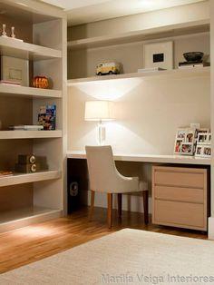 (QUARTO DE VESTIR) - estante (só que menor e com nichos fechados e gavetas) - bancada com parte escondida (colocar nichos tb)