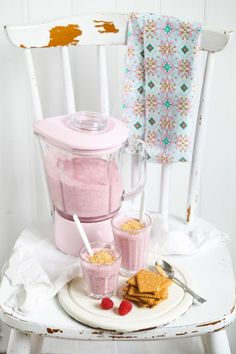 Zuckerzimtundliebe Rezept Himbeer Bananen Cheesecake Shake #Smoothie #Himbeerren #Sommerrezept #KitchenAid #kitchenaidBlender #Standmixer #rosa