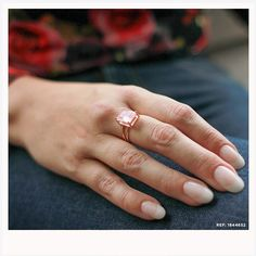 A delicadeza do anel banhado em ouro rosé mais o romantismo do quartzo rosa  formam um 2733db68c7