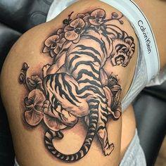 Mens Shoulder Tattoo, Shoulder Tattoos For Women, Flower Tattoo Shoulder, Cute Tattoos For Women, Tattoo Designs For Women, Hot Tattoos, Sleeve Tattoos, Pretty Tattoos, Tatoos