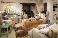 I can t imagine anything more beautiful than spending a week or two on vacation Luxury cottage Cottage lounge Country cottage interiors