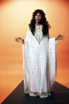 Super Seventies — twixnmix: Donna Summer photographed by Fin Costello, Musica Disco, Summer Poster, Female Singers, Fashion Images, Celebs, Celebrities, Black Women, Kimono Top, Womens Fashion