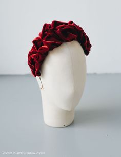 Made in burgundy, navy blue or gray velvet. Vintage inspiration that will give the perfect touch of sophistication. Turbans, Turban Headbands, Fascinator Hats, Hat Shop, Diy Hair Accessories, Headpiece Wedding, Fabric Jewelry, Headgear, Headdress