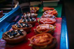Διάλεξε το αγαπημένο σου burger ! Waffles, Breakfast, Food, Morning Coffee, Essen, Waffle, Meals, Yemek, Eten