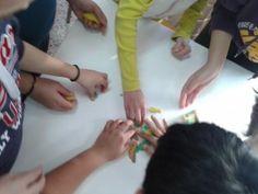 Συνεργαζόμαστε για να φτιάξουμε τις ηπείρους με πλαστελίνη! Holding Hands, Hand In Hand
