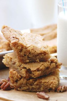 *Change: flour 2 cups, baking soda tsp* Pecan Blondies - chewy brownie-like cookie bars that get their flavor from butter and brown sugar. Cake Bars, Dessert Bars, Pecan Recipes, Sweet Recipes, Cookie Recipes, Dessert Recipes, Just Desserts, Delicious Desserts, Yummy Food