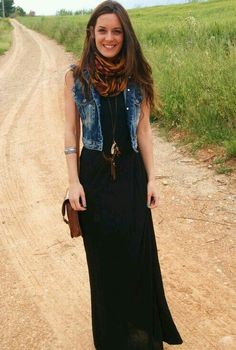 Maxi dress con chaleco de mezclilla, el toque, esa pashmina animal print. https://womenfashionparadise.com/