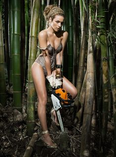 Nude women and chain saws photo 469