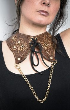 Leather neck collar / victorian style with steampunk carved design