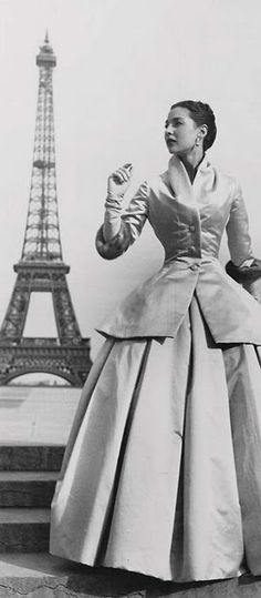 vintage vogue dior ad So vintage and classy and in Paris who wouldn't love it Vogue Vintage, Vintage Dior, Vintage Couture, Vintage Glamour, Vintage Dresses, Vintage Outfits, Vintage Paris, 50s Glamour, 1950s Dresses