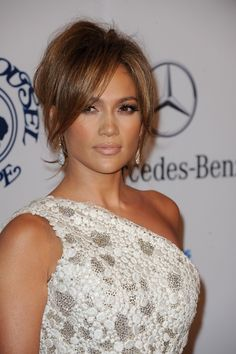 Jennifer Lopez Carousel Of Hope Ball 2010 White Dress One Shoulder Dress Lace Dress Georges Chakra Dress 16 Fringe Hairstyles, Wedding Hairstyles, Cool Hairstyles, Charlize Theron, Jennifer Lopez Photos, Blond, Layered Hair, Hair Health, New Hair