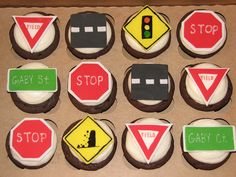 Traffic Sign Cupcakes by sugarcrushmiami, via Flickr 16th Birthday, Birthday Ideas, World Map App, Cupcake Heaven, Disney Cars, Themed Cakes, Pin Collection, Hot Wheels, Cake Decorating