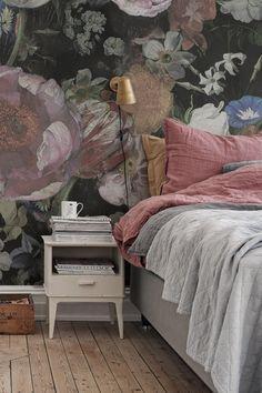 Bedroom Wallpaper, Wallpaper Ideas, Flower Wallpaper, Scandinavian Bedroom, Bedroom Vintage, Large Flowers, Wall Murals, Illusions, Bloom