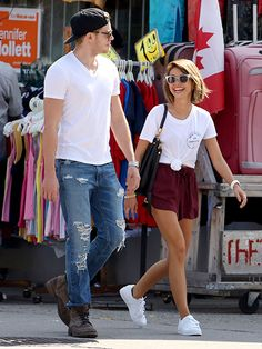 Star Tracks: Monday, August 24, 2015 | SHOPPING DATE | On Sunday, Sarah Hyland goes shopping with boyfriend Dominic Sherwood in Toronto, Canada, where Sherwood is shooting the new TV series Shadowhunters.