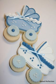 Cute baby carriage cookies.
