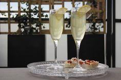 De Limon Fizz cocktail is lekker cocktail met limoncello & prosecco of champagne. Perfect als feestelijk welkomstdrankje. Maak de cocktail ook zelf!