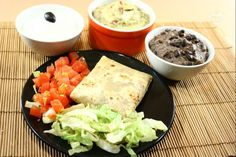 I burritos con verdure sono un piatto tipico della cucina tex-mex : vengono preparati con tortillas de harina (farina) riempite con un misto di verdure leggermente stufate e chiuse a saccottino.