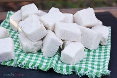 how to make {sugar-free} vanilla marshmallows - Ingredients: 1 cupswater 3/4 tsp liquid stevia 3 tablespoons gelatin 1 teaspoon vanilla extract 1/4-1/2 teaspoon vanilla bean (optional used it for the little specs of vanilla bean in marshmallows)