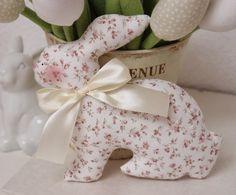 Vicky und Ricky: I love Bunnies! Felt Doll Patterns, Felt Animal Patterns, Stuffed Animal Patterns, Spring Projects, Spring Crafts, Holiday Crafts, Easter Gift, Easter Crafts, Handmade Stuffed Animals