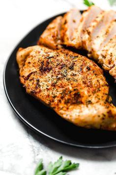 Juicy Air Fryer Boneless Chicken Breasts, no breading! Air Fryer Oven Recipes, Air Fry Recipes, Ww Recipes, Chicken Recipes, Dinner Recipes, Cooking Recipes, Healthy Recipes, Healthy Meals, Skinnytaste Recipes
