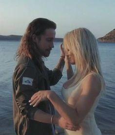 PrêtàLiker : Julien Doré en couple avec Pamela Anderson