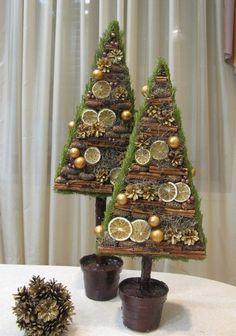 елка из засушеных цветов - Поиск в Google Christmas Makes, Rustic Christmas, Christmas Art, Winter Christmas, Christmas Wreaths, Christmas Ornaments, Handmade Christmas Decorations, Xmas Decorations, Art Floral Noel