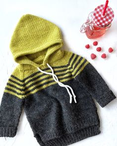 Best 12 Este posibil ca imaginea să conţină: dungi Toddler Sweater, Knit Baby Sweaters, Knitted Baby Clothes, Kids Knitting Patterns, Baby Sweater Patterns, Baby Patterns, Baby Boy Knitting, Knitting For Kids, Ropa Free People