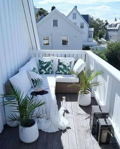 [New] The 10 Best Home Decor (with Pictures) - Credit Tiny Balcony, Small Balcony Decor, Balcony Ideas, Balcony Garden, Balcony Privacy, Balcony Planters, Balcony Bar, Balcony Chairs, Juliet Balcony
