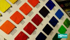 100%Farbe | More than 50 shades Thomas Wally schwingt sich von seinem Fahrrad, gabelt mich zwischen Sprühlackdosen, Künstlerbedarf und Malerzubehör auf und wir nehmen an seinem Schreibtisch im oberen Stock des Geschäftslokales Platz. Zwischen Innendispersionsbottichen und Schnellspachtelmasse-Tuben taucht er das Bild, das ich mir im Zuge der Recherche von 100%Farbe skizziert hatte, in die schönsten Farben des Regenbogens. 50 Shades, New Construction, Blogging, Writing Table, Bike, Nice Asses, Photo Illustration, Fifty Shades