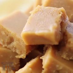 Cream Cheese Peanut Butter Fudge is smooth and creamy. This low carb sugar-free and keto treat only has net carb. Whey Recipes, Fudge Recipes, Healthy Dessert Recipes, Low Carb Recipes, Low Carb Peanut Butter, Peanut Butter Fudge, Unflavored Whey Protein, Fudge Ingredients, Keto Candy