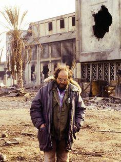 Director Stanley Kubrick on the set of Full Metal Jacket Stanley Kubrick, Full Metal Jacket, Jack Nicholson, Great Films, Good Movies, Ibiza, Dramas, Ville New York, Film Serie