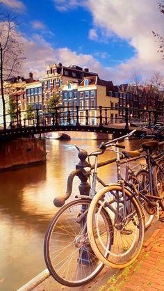 Todos mis sueños tienen tu color tienen el latido de tu corazon, son de ti Señor...Amsterdam is the city of canals and is home to famous Dutch landmarks. http://facebook.com/damsterdamer