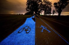 Poland unveils glowing bright blue bike lane that's charged by the sun A glowing blue bike lane designed by TPA Instytut Badań Technicznych Sp. opened recently in Poland close to Lidzbark Warminski. Eindhoven, Solar Energy, Solar Power, Power Led, Landscape Architecture, Landscape Design, Architecture Design, Plaza Rio, Kunst Party