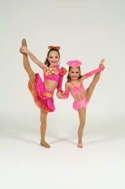 Maddie Zeigler (left) and Mackenzie Zeigler (right)!!!! How cute!