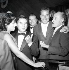 Anna Magnani, Renato Rascel, Albero Sordi e Totò ad un gala. Cinema Film, Cinema Movies, Film Movie, Hollywood, Anna Magnani, Jazz Musicians, Catherine Deneuve, Good Smile, Vintage Italian