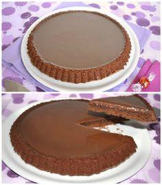 Torta rocher 200 g di nocciole tostate 100 g di cioccolato fondente 220 g di zucchero 200 g di farina 00 1 bustina di lievito 150 g di latte 100 g di olio