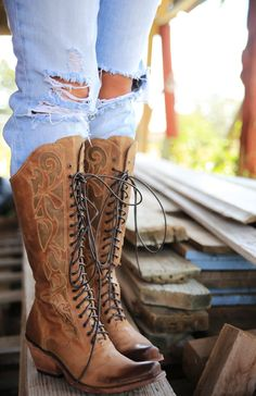 PRAIRIE LACE UP BOOT - Junk GYpSy co. Apparently I have Champagne taste on a beer budget. I love these boots! the The prairie lace up BOoT is the perfect blast from the past with a modern edge. soooo cute with skirts or jeans! Bota Country, Estilo Country, Cowgirl Style, Cowgirl Boots, Gypsy Boots, Cute Shoes, Me Too Shoes, Unique Shoes, Pumps