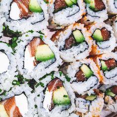 BRUXELLES  Après les fêtes rien de meilleurs qu'un lunch plus léger comme des makis par exemple! A Bruxelles on adore Makisu à bailli! Ils sont trop bons et en plus le prix est léger lui aussi :-) #tempura #maki #astroboy #bailli #makisu #lunch #monday #blog #food #belgianblog  by culturefoood