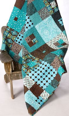 hip to be square quilt pattern from busy bee designs. So pretty! Love the color contrast. Is there anything better than patchwork quilts? Colchas Quilting, Quilting Projects, Quilting Designs, Sewing Projects, Quilting Ideas, Quilt Design, Rag Quilt, Quilt Blocks, Quilt Top