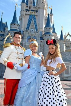 In this handout photo provided by Disney Parks, singer Ariana Grande poses with Cinderella and Prince Charming in front of Cinderella Castle in the Magic Kingdom June 2014 in Lake Buena Vista,. Get premium, high resolution news photos at Getty Images Ariana Grande Fotos, Ariana Grande Outfits, Ariana Grande Linda, Ariana Grande Disney, Ariana Grande Smiling, Photo Star, Belle Photo, Beautiful People, Selena Gomez