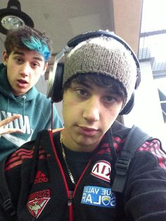 Lukes blue fringe is so freaking cute ohmygod