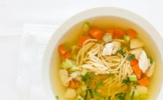 Lunch/Dinner: Epicure's Classic Chicken Noodle Soup cup) serve with grilled cheese sandwich Epicure Recipes, Soup Recipes, Chicken Recipes, Cooking Recipes, 150 Ml, Light Soups, Lean Meals, Nutritious Snacks, Winter Recipes