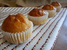 magdalenas sin azúcar Diabetic Recipes, Cooking Recipes, Healthy Recipes, Food N, Food And Drink, Tortas Light, Cupcake Cakes, Cupcakes, Sin Gluten