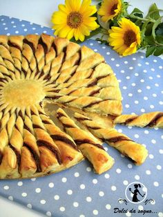 torta girasole di pasta sfoglia e nutella che meraviglia! Brunch Recipes, Sweet Recipes, Do It Yourself Food, Food Decoration, Sweet Cakes, Creative Food, I Foods, Italian Recipes, Holiday Recipes
