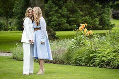 Fotosessie koninklijk gezin zomer 2020 - Blauw Bloed Dutch Princess, Dutch Royalty, Queen Maxima, Royal House, Duster Coat, White Dress, Celebrities, Beautiful, Dresses