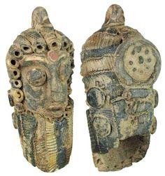 Pendientes de terracota policromada  fenicios