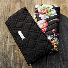 Aly's Pick: Vera Bradley's Trifold Wallet in Vera Vera black!