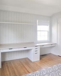 Guest Bedroom Home Office, Ikea Home Office, Home Office Shelves, Diy Office Desk, Office Built Ins, Home Desk, Home Office Space, Office Decor, Ikea Alex Desk