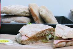 O pão sempre foi considerado como um alimento básico do homem porque suas origens vem desde a pré-história. Pão de Cerveja é uma receita antiga que nem sei dizer exatamente quando foi feita pela primeira vez. Muitos antropólogos afirmam que …